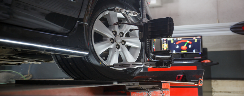 Car,On,Stand,With,Sensors,On,Wheels,For,Wheels,Alignment